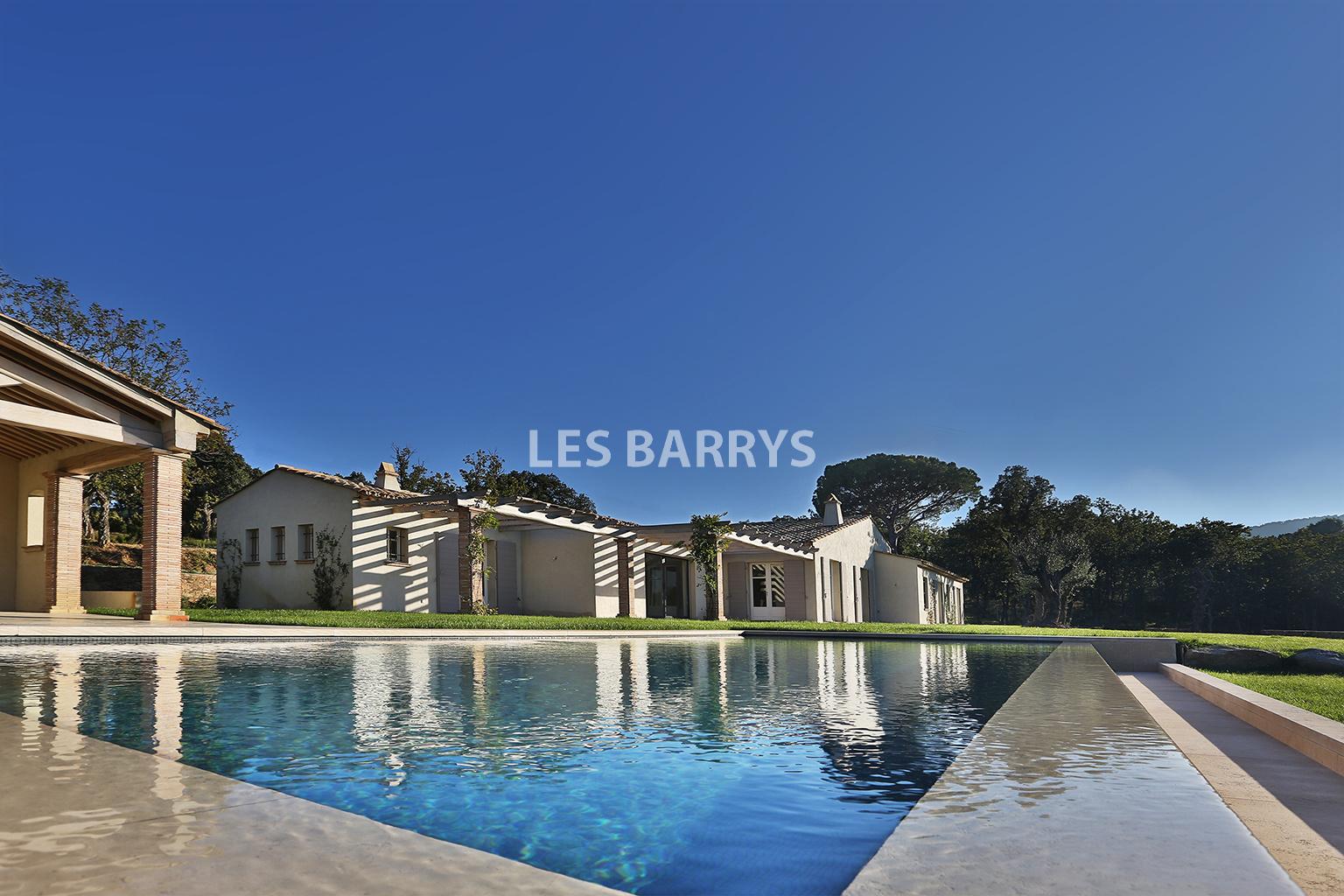 Location vacances ramatuelle propri t de luxe louer for Prix piscine chauffee